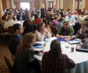 Participants à un atelier sur la NGQEP de 2018 au cours d'une discussion de groupe